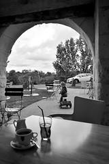 Café Troglo (D[m]c) Tags: enfant bike café terrasse troglo turquant monochrome black white children nikon d3200 anjou saumur