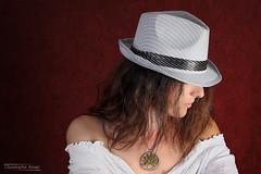 Angélique (2) - Savines le Lac - Septembre 2017 (Le Rêv'elle ateur) Tags: canon eos 6d eos6d canon70200f4 paca hautesalpes savineslelac modèle portrait angélique shooting studio rouge red chapeau hat