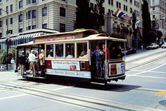 SF cable car (Stefan Ulrich Fischer) Tags: sanfrancisco california usa minoltaxd7 kodakektachrome railway street