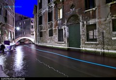 VENICE TWILIGHT ON THE CHANNEL (kumarsamy2) Tags: architecture bateau bynight canal crpuscule fil italie lumire nuit pont sanmarco venise boat bridge channel italy light movement twilight venezia venice city italia night travel veneto water