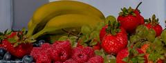 Fruit Plate (Günter Hentschel) Tags: obst fruit beeren erdbeeren banane gesund gesundheit verrücktebilder verrückt dieanderenbilder deutschland germany germania alemania allemagne europa nrw hentschel flickr indoor nikon nikond5500 d5500