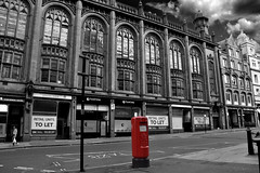 Red Letter Box. (Manoo Mistry) Tags: birmingham birminghampostandmail birminghamuk westmidlands corprationstreet city citycentre nikon nikond5500 tamron18270mmzoomlens tamron letterbox redonblack blackwhite monochrome mehodistcentralhall