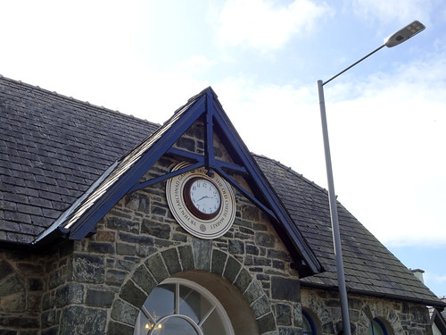 Clock and lamppost in Harlech