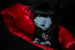dead11 (Mientsje) Tags: humpyy dumpty nefer kane circus yosd ball jointed doll artist dolls bjd cute gothic dead coffin