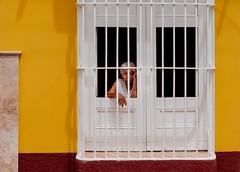 Light my Fire (toletoletole (www.levold.de/photosphere)) Tags: cuba fujixpro2 kuba xf18135mm street trinidad people portrait porträt oldwoman gelb gitter yellow grid altefrau bars fui