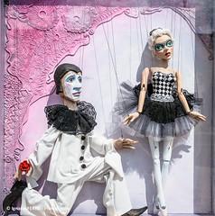 Harlequin & ballerina, Prague #8 (Ignacio Ferre) Tags: marioneta bailarina arlequín prag praga prague praha czech czechrepublic repúblicacheca checoslovaquia moravia bohemia nikon dancer harlequin puppet marionette ballerina chequia muñeco muñeca doll