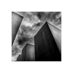 Gray day.    ( Berlin ) (José Luis Cosme Giral) Tags: grayday sky clouds gray minimal 1x1 monochrome marcoblanco square minimalismo canon powershot s120 berlin germany