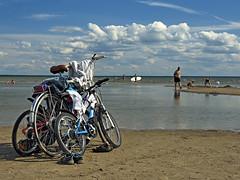 3 bikes and a beach! (Manuel Chagas) Tags: bike bycicle bicicleta praia brach areia sand sun sol olympus zuiko mzuiko mzuiko1240f28 olympus1240f28 manuelchagas mft microfourthirds microquatroterços m43 43 ft fourthirds quatro terciosquatro terços cuatrotercios microcuatrotercios