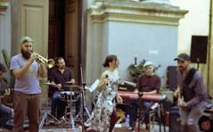 Musica! (paolapaoletta) Tags: voigtlander vitocd kodakcolorplus200 paese sagra festa party badalucco liguria italy