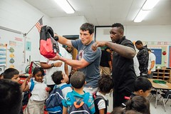 "thomas-davis-defending-dreams-2016-backpack-give-away-112 • <a style=""font-size:0.8em;"" href=""http://www.flickr.com/photos/158886553@N02/36995678596/"" target=""_blank"">View on Flickr</a>"