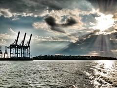 Hamburg halt (Anja Schruba) Tags: fähre elbe landungsbrücken hamburg