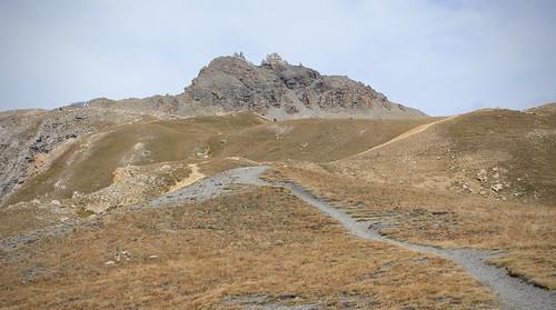 Les Becs de Bosson 3149 mètres et la cabane sur la gauche