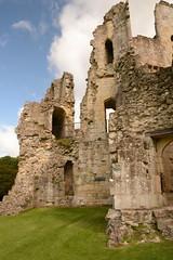 DSC_1712 (amoamas07) Tags: oldwardourcastle englishheritage castle ruin
