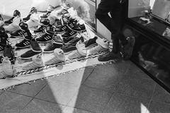 Shoes (ralcains) Tags: spain españa andalousia andalucia andalusia andalucía analogue analogica argentica argentique film monochrome monocromo monocromatico monochromatic blackwhite bw blancoynegro greyscale zapatos zapatillas shoes schwarzweis noiretblanc street streetphotography calle fotografiadecalle leica m6 leicam6 ilford ilfordfp4125 fp4 pulled 64asa ngc telemetrica rangefinder