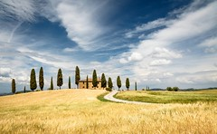 Tuscany house (Petra Runge) Tags: tuscany house sky landscape summer landschaft himmel sommer haus toskana feld getreide italien italy zypressen cypress