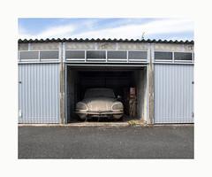 L'automobile de l'aïeule (hélène chantemerle) Tags: automobile citroendssuper extérieur outside oldcar explore