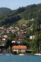Hünibach am Ufer des Thunersee im Berner Oberland im Kanton Bern der Schweiz (chrchr_75) Tags: christoph hurni schweiz suisse switzerland svizzera suissa swiss chrchr chrchr75 chrigu chriguhurni chriguhurnibluemailch august 2017 albumzzz201708august albumregionthunhochformat thunhochformat hochformat susisa kantonbern kanton bern berner oberland berneroberland thunersee alpensee see lake lac sø järvi lago 湖 albumthunersee