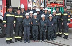 Helmübergabe an die Feuerwehrjugend