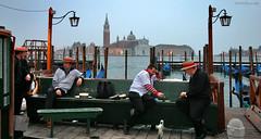 Venice: gondoliers killing time (Henk Binnendijk) Tags: gondola gondolier venice venetië italië italy boat water transportation rowingoar gondole italia people