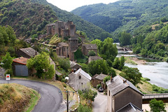 Brousse-le Chateau, Aveyron, France (Freek Blokzijl) Tags: castel chateau france aveyron middeleeuwen pont bridge old brousse tarn alrance village touristic 9thcentury