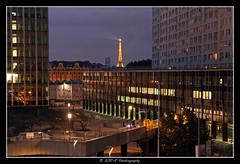 2017.08.15 La Défense by night (28) (garyroustan) Tags: paris france french iledefrance ile island nuit night light color noche la défense tour tower torre eiffel