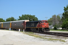CN 2440 South (redfusee) Tags: cn