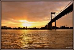 Coucher de soleil sur le pont d'Aquitaine à BORDEAUX (Les photos de LN) Tags: fleuve garonne bordeaux portdelalune estuaire aquitaine gironde sudouest coucherdesoleil sunset paysage couleurs lumière reflets nature