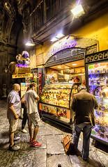 Dolce (isnogud_CT) Tags: neapel dolce süsses süssspeise früchte italien nacht laden