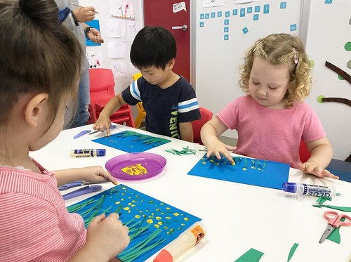 夏のホタルの風景を描きました。みんな上手に指先を使ってできたね👏 Summer means fireflies, yellow polka dots make great fireflies. . Star Kids International Preschool, Tokyo. #starkids #international #preschool #school #children #kids #kinder #kindergarten #daycare #fun #shibakoen #m