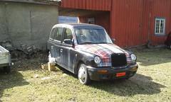 kariert (QQ Vespa) Tags: kariert auto car schatten shadow ombre lillehammer checked taxi londontaxi tx4 lti hackneycarriage londoncab cab