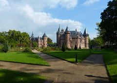 De Haar Castle - Kasteel De Haar (joeke pieters) Tags: 1360201 panasonicdmcfz150 dehaar kasteel castle haarzuilens utrecht platinumheartaward