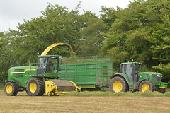 John Deere 7780i ProDrive filling a Broughan Engineering Trailer drawn by a John Deere 6150M Tractor (Shane Casey CK25) Tags: john deere 7780i prodrive filling broughan engineering trailer drawn 6150m tractor self propelled forage harvester jd green silage silage17 silage2017 grass grass17 grass2017 2017 17 winter fodder feed winterfodder cows cattle glenville county cork ireland irish contractor farm farmer farming agriculture agri work working land field hp pull horse power horsepower machinery machine nikon d7100 chopper ciągnik crops pulling tracteur traktori traktor trekker trator