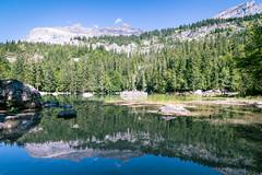 Reflets au lac vert (Elie RIVIERE) Tags: arbres ciel eau forêt france hautesavoie lac lacvert lelacvert montagne nature nikond500 passy paysage reflet servoz