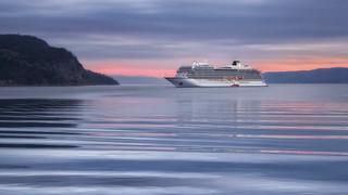 Lever du jour dans le fjord du Saguenay en automne