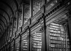 The Long Room (Chiaro Chiari) Tags: dublin éire ireland library trinity college biblioteca books libri study black white bw bn bianco nero wood legno long room dublino architecture