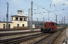 323 581  München  28.07.89 (w. + h. brutzer) Tags: münchen eisenbahn eisenbahnen train trains railway deutschland germany diesellok dieselloks köf lokomotive locomotive zug 323 db webru analog nikon
