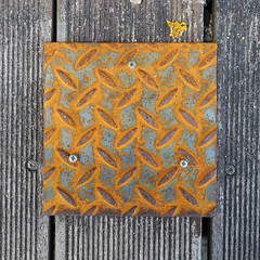 rust square (chrisinplymouth) Tags: metal rust wood texture cw69sq square cw69x royalwilliamyard plymouth devon england uk plate coverplate 2017 texturesquared