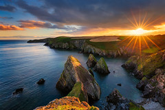 Nohoval Cove - Golden Hour (Michał.Włodarczyk) Tags: wybrany sun sunset sunlight rocks bay ireland cork clouds light beautiful beauty rock water sea seascape ocean