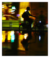 miroir d'eau (12) (Marie Hacene) Tags: miroirdeau bordeaux velo bicyclette nuit night france reflets reflection miroirbordeaux