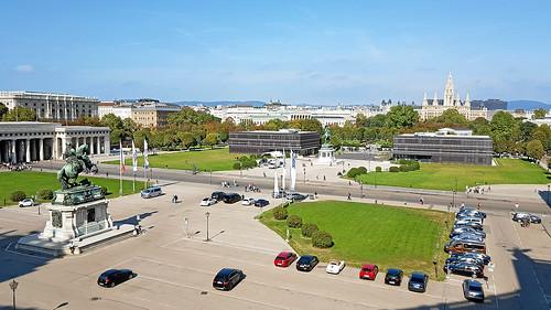 Ausblick von Neue Burg auf Heldenplatz und Rathaus