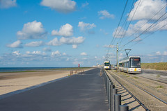 """""""De kusttram"""" (Azariel01) Tags: 2017 belgium belgique belgie oostende raversijde digue dijk dike tram delijn mer sea noordzee merdunord northsea plage beach strand kusttram sand sable zand"""