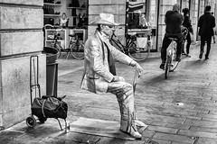 Street Entertainer Bordeaux. (James- Burke) Tags: blackandwhite bordeaux busker bw france monochrome street streetentertainer