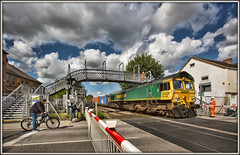 Clouds a-gathering (david.hayes77) Tags: 2017 longeaton derbyshire class66 shed 66556 freightliner 4o95 freight erewashvalley stationroad intermodal containers clouds footbridge eastmidlands