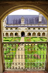 389 juillet 2017 - ABBAYE DE FONTEVRAUD (paspog) Tags: abbaye fontevraud loire juillet july 2017 valdeloire abbayedefontevraud cloître cloister kloster france