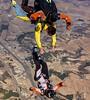 #Cayendo de espaldas, así graban los profesionales de #skydivemadrid las imágenes de los pasajeros #tandem  #venasaltar #buscatusitio #llegoelotoño #sigueelcalor