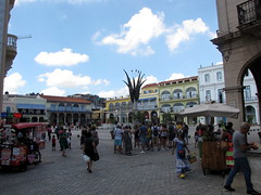PLAZA VIEJA (Patchwork Daily Desire) Tags: habana havana cuba 2017 patchworkdailydesire crafts visit vacation basilica asis