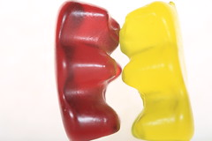 Hold me, thrill me, kiss me (Pascal Volk) Tags: ositodegoma ositodegomita ositogominola pastilladegoma osodegomaogomoso gominola fruitgum süsigkeiten sweets farben color colorful candy jellybaby jellysweets gummies gummycandy goodies sweeties food essen lebensmittel gummybears haribo gummibären goldbär fruchtugummi amarillo gelb yellow red rojo rot blanco white weis macromondays highkey sooc macro makro 147mm closeup nahaufnahme macrodreams canoneos6d sigma105mmf28exdgoshsmmacro sigmaapoteleconverter14xexdg canonspeedlite430exiiirt canonspeedlite600exiirt canonspeedlitetransmitterste3rt manfrotto mt294a3 804rc2 7dwf