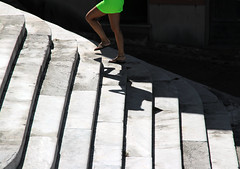 Il ritorno (meghimeg) Tags: 2017 lavagna scala donna woman stairs salita ombra shadow sole sun gradini steps