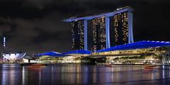 Marina Bay (Salvatoren) Tags: singapur asia marinabay marinabaysands longexposure largaexposición night lights reflection reflejo water