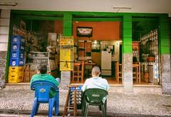 vazio (lucia yunes) Tags: bar bares bebidas botequim motoz luciayunes boteco cenaderua rua